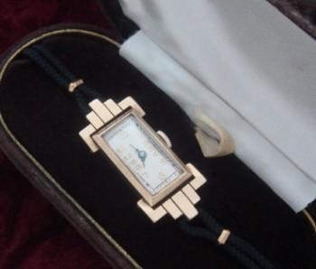 Ladies' 1920 Misc. Swiss Solid Gold Wrist Watch